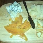 カフェ ラ・ボエム - チーズの盛り合わせ