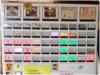 ラーメン二郎 - 券売機。大食いを自称する人じゃなければ無理せずプチで。