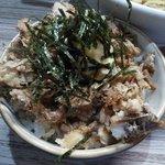 麺や輝の穴 - チャーマヨ丼@150 トロトロのほぐしチャーシューてんこ盛りにマヨをど~んと追加したハイカロリーな一品