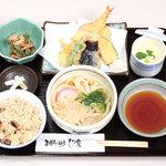ひさ家 - ひさ家定食(かやく御飯、小鉢、茶碗蒸し、漬物、季節天ぷら、ミニうどん又はそば)
