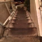 ピッツェリア メリプリンチペッサ - やや急な階段(⌒-⌒; )