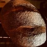 LUCE - 自家製パン スライスしてオリーブオイルを添えて