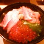 すし・海鮮玉寿司 - 三色丼