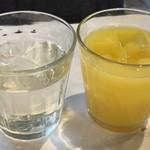 バール ヴィータ - ドリンクは「オレンジジュース」と「ビネガードリンク(りんご)」を。