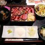 Foods bar 栞屋 - ローストビーフ丼