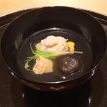 98869050 - ズワイガニ真丈、原木椎茸、汲み上げ湯葉のお椀