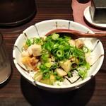 麺匠 黒春晴 - にんにく豚飯(200円)