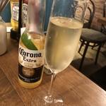 ファンゴー - コロナとスパークリングワイン