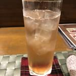 ソラマメ食堂 - 苺とレモンのリキュールソーダ割り
