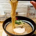 リューズヌードルバー - リューズヌードルバー@新横浜ラーメン博物館 RYUS鶏白湯ラーメン 麺リフト