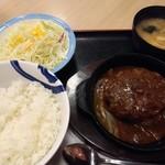 松屋 - ビーフハンバーグステーキ定食790円を無料のライス大盛 全景