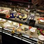 98886636 - チーズのショーケース