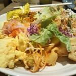ガーデン キッチン - サラダたっぷり