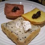 ガーデン キッチン - ベリー、ゴマ、パンプキンのパン