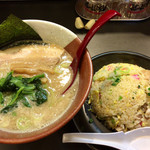 博多らーめん とんこつ家 高菜 - 料理写真:「濃厚豚骨醤油」830円+「炒飯」380円