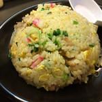 博多らーめん とんこつ家 高菜 - ラーメンとセットだと380円、単品だと580円(スープ付き)の炒飯