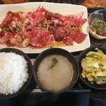 厳選焼肉ニクノトリコ - 特盛1800円