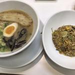 麺屋 うまか・カリッジュ - 料理写真:チャーハンセット(うまかラーメン 麺やわ & チャーハン)