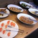 カフェ アソシア - ブッフェのテーブル