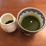 心々亭茶寮 - デザートのヤーコンの葉のゼリー。黒蜜をかけて