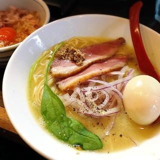 麺処 夏海 - 料理写真:鴨白湯らぁめん味玉付き、こだわり卵の卵かけごはん