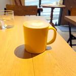 イエロー カフェ - モーニングカフェラテ378円