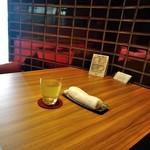 Cloud - [内観] 店内 テーブル席 ③