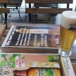 98912143 - まずは生ビールで喉を潤す。