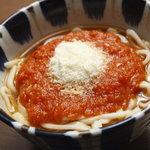 やまでん - トマトうどん(温)750円  イタリア産パルメザンチーズを使っています。