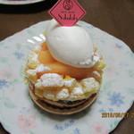 スィーツガーデン サクララ - 「生白桃のタルト 450円」