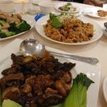 Dragon Restaurant - キクラゲとキノコの炒め物とおこわ