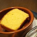 オステリア ルーチェ - ポレンタ粉のケーキ