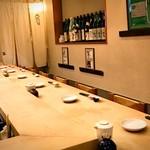 玉寿司 - すっきり一枚板のカウンター