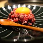 和牛焼肉じろうや 介 wagyu&sake - 神戸牛の炙りユッケ
