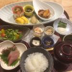 からかさ亭 - 料理写真:小さな器に少量ずつの料理が全部で12品