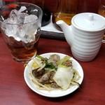 玉蘭 - 紹興酒のロックとお通し 500円。