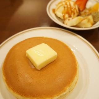 シビタス - 料理写真:キャラメルフルーツホットケーキ(740円)