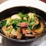 ビストロ アギャット - 小さなココットで仕上げたスッポンのコンソメと旬の新鮮野菜