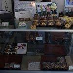 和菓子司 和田屋 - どら焼、おまんじゅうが並ぶケース