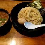 つけ麺 雀 - つけ麺 830円に味付煮玉子+100円