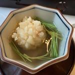 太田なわのれん - 牛鍋御膳8,640円の吸物(海老しんじょ)