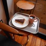 文喫 - カカオニブとチョコレートのタルト