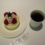 98967319 - ケーキ(250円)とこれまた無料コーヒー