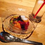 シロノニワ - 自分でトッピングするタピオカのデザート