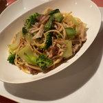 ゴロシタ - 豚肉とブロッコリー、チンゲン菜のペペロンチーノ