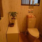 せん家庭料理 - トイレは広くて綺麗