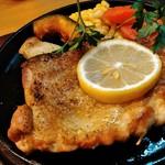 見蘭牛ダイニング 玄 - 長州鶏のガーリックステーキは、ニンニクよりもローズマリーが香ります。