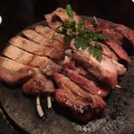 芋蔵 - 黒豚の溶岩焼き