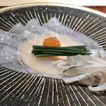 菊鮨 - 天然とらふぐのお刺身・・適度な歯ごたえがあり、美味。