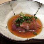 菊鮨 - やいと鰹、玉ねぎソースで